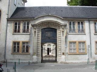 Museum Of Textiles And Decorative Arts Or Musee Des Tissus Et Des Arts Décoratifs