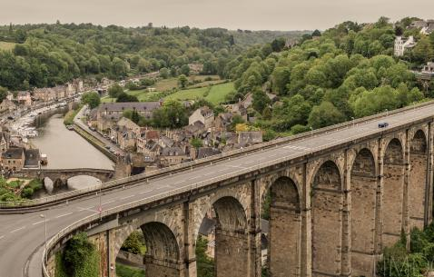 How to get in and get around Dinan