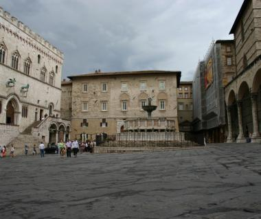 Piazza Iv Novembre Tours