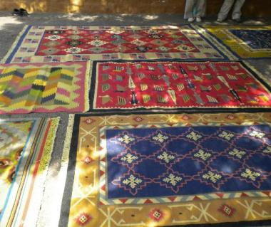 Handicrafts Carpets & durries-Aih