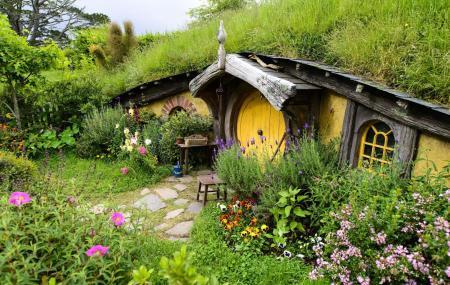 Hobbiton Movie Set Image