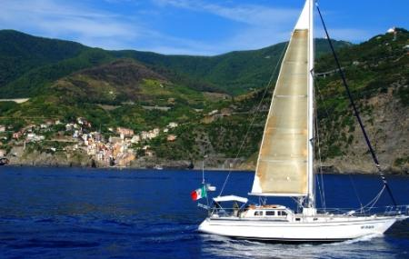 Sailing 5 Terre - Day Tours Image