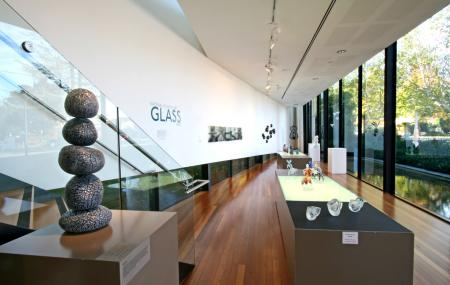 National Art Glass Collection, Wagga Wagga