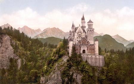 Neuschwanstein Castle , Hohenschwangau