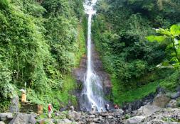 'Bali Itinerary 2 Weeks' from the web at 'https://ak1.jogurucdn.com/media/image/p26/itinerary_images/53b1589be70545c622000070/Gitgitwaterfall95390445af10b389263c717938ff5903.jpg'