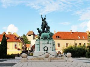 Dobo Square, Eger